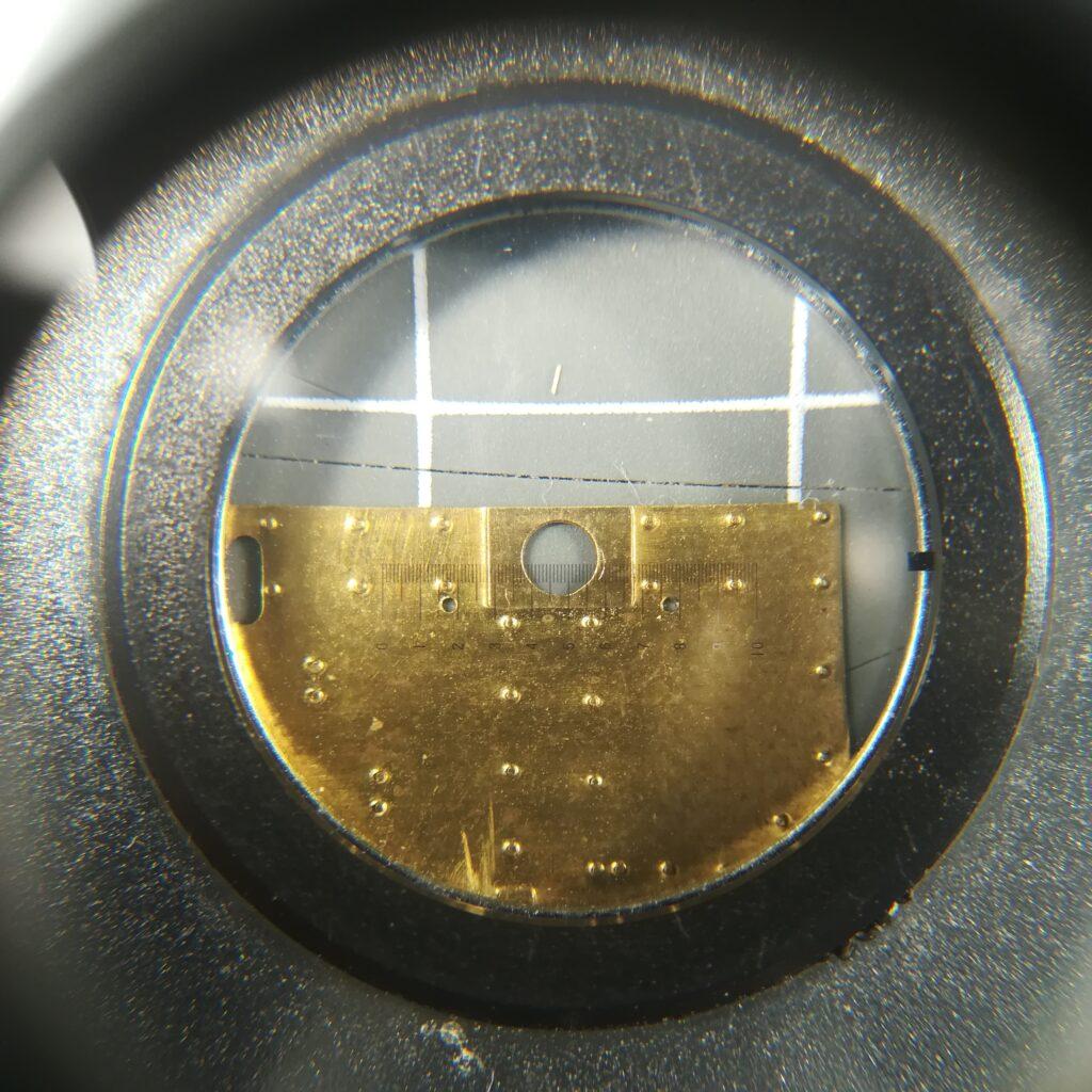Blick durch den Fadenzähler: Puffersockelplatten der Gerard Köf II
